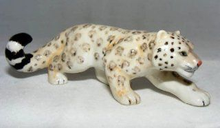 SNOW LEOPARD Hunts BIG CAT FIGURINE NEW Porcelain KLIMA L936C   Collectible Figurines