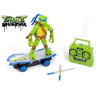 TMNT Back to the Sewer Kick Flip Skateboarder LEO Full Function Radio Control Toys & Games